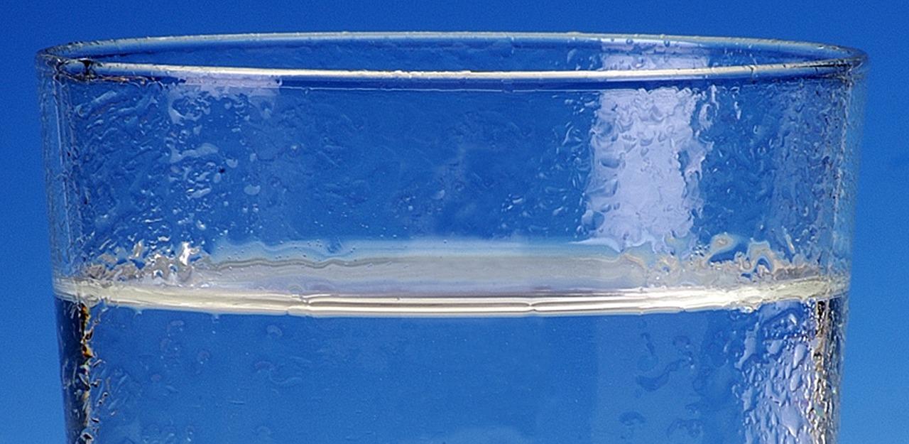 Bere fino a 2 litri di acqua al giorno